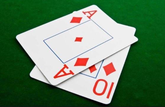 ดีลเลอร์ตามเวลาจริงของ Texas Hold'em Poker Freeroll เริ่มต้นและคุณจะได้รับโบนัสสูง!