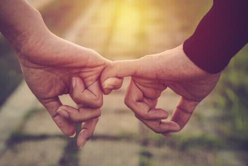 ภรรยาโชคดีที่วังเพื่อช่วยให้สามีของเธอ – คุณหนาผมเข้มข้นหวานจริงๆ!