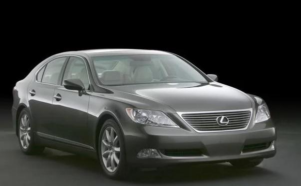 รถยนต์มือสองราคาคุ้มค่า: Lexus LS460 Luxury Car